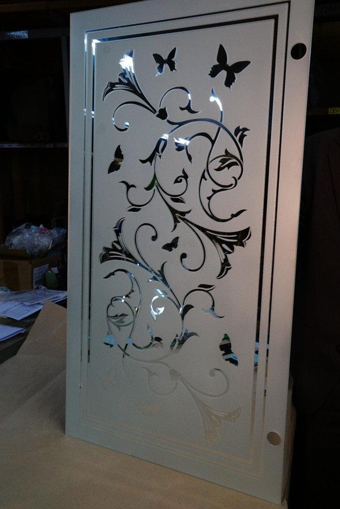 стекла с рисунком также разделяются цветам